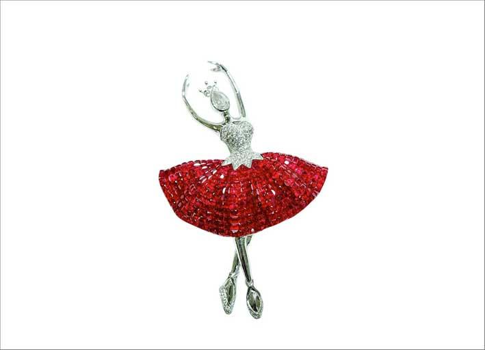 La Fleur, spilla a forma di ballerina con zaffiri e diamanti, evidentemente ispirata a Van Cleef & Arples
