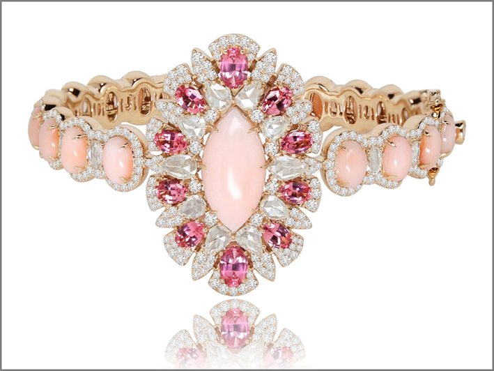 The Angel Skin and Pink Spinel Collection: diamanti, opale rosa. Prezzo: 30.000 dollari