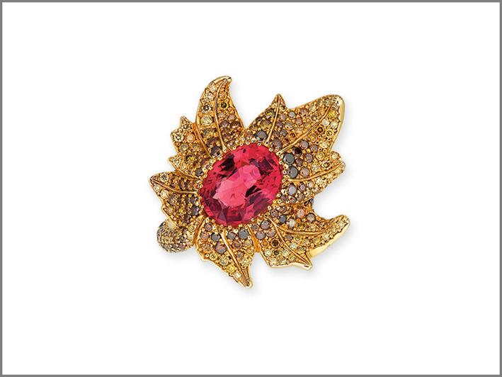 Anello con spinello e diamanti colorati