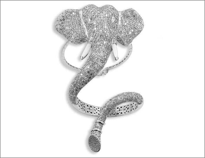 Staurino Fratelli, bracciale a forma di elefante con diamanti per 40 carati e opali bianchi