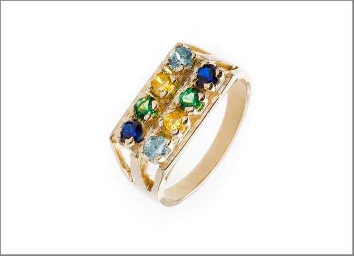 Anello in oro, zaffiri, acquamarina, smeraldo