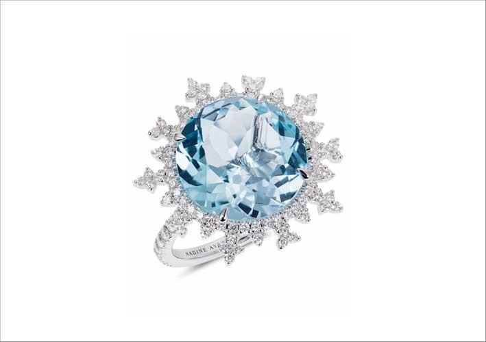 Anello con topazio e diamanti su oro bianco
