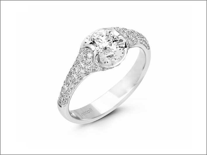 Anelo in oro bianco e diamanti di ititoli