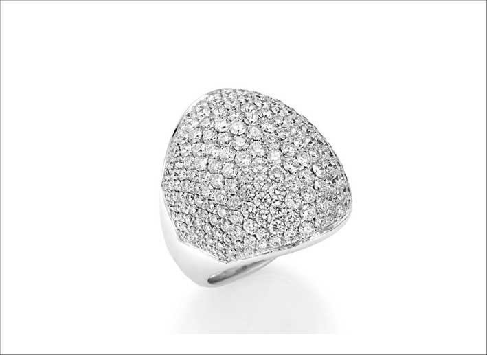 Anello con pavé di diamanti