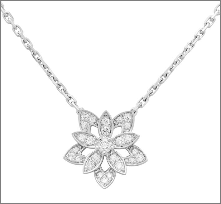 Pendente Lotus traforato, modello mini. Oro bianco, diamanti