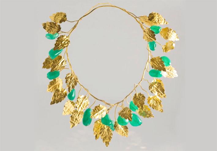 Collana con foglie d'oro e smeraldi