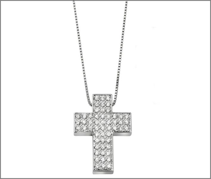 Collier con croce in oro bianco e pavé di diamanti