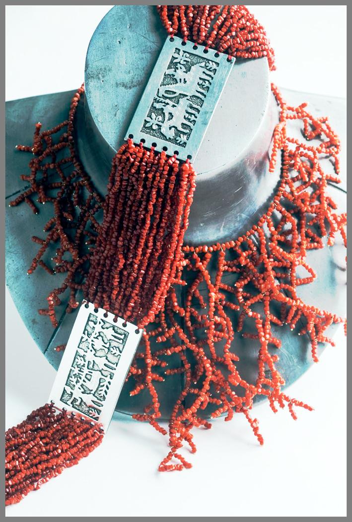 Collana in corallo con medaglione