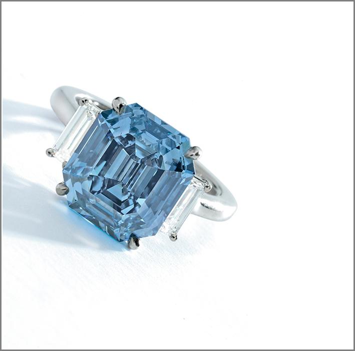 Anello con diamante vivid blue da 5,69 carati
