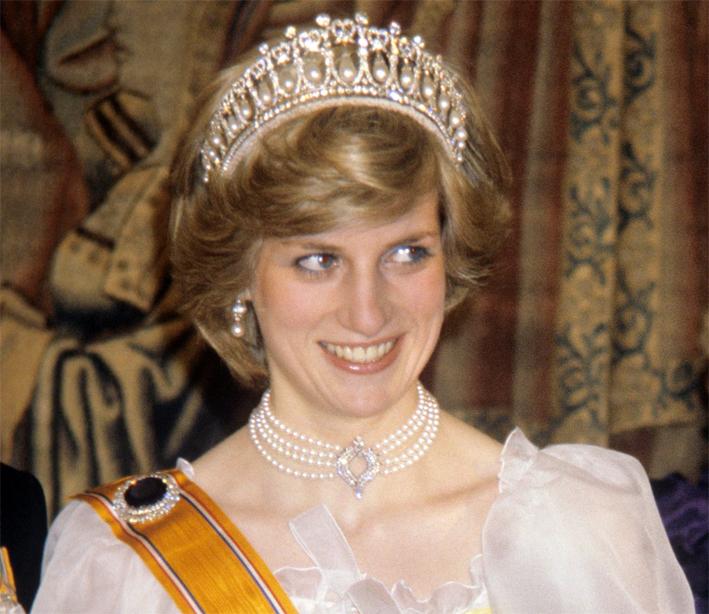 La principessa Diana con il choker di perle e tiara