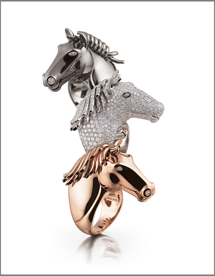 Tre anelli in oro di Equestrienne Collection