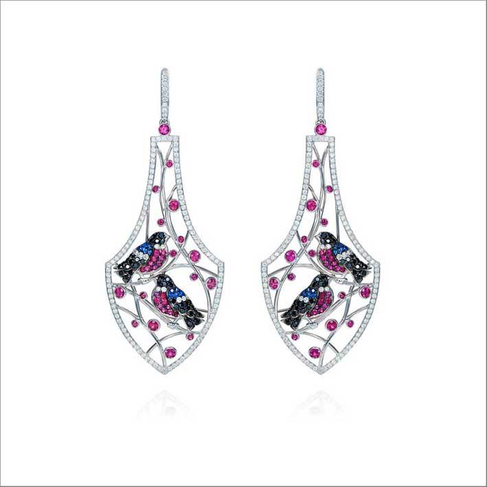Orecchini Bullfinches in oro bianco, diamanti, zaffiri