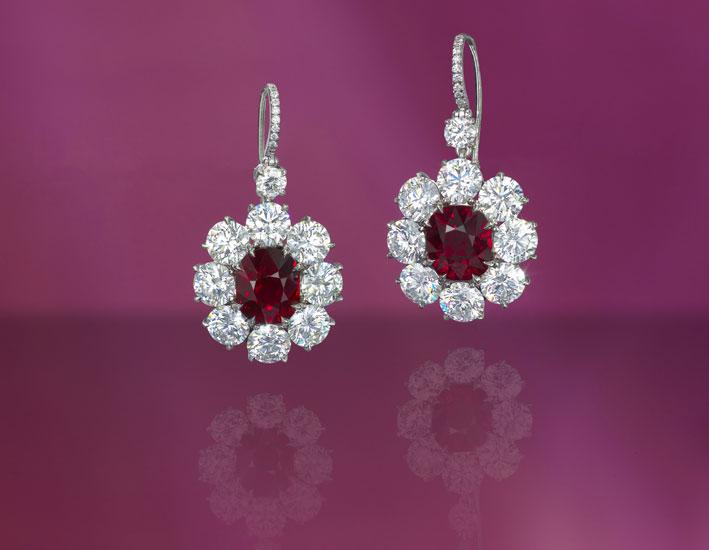 Orecchini con rubini sangue di piccione da 4 carati l'uno e diamanti