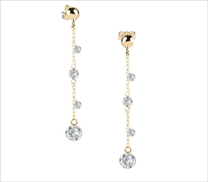 Orecchini pendenti con sfere diamantate