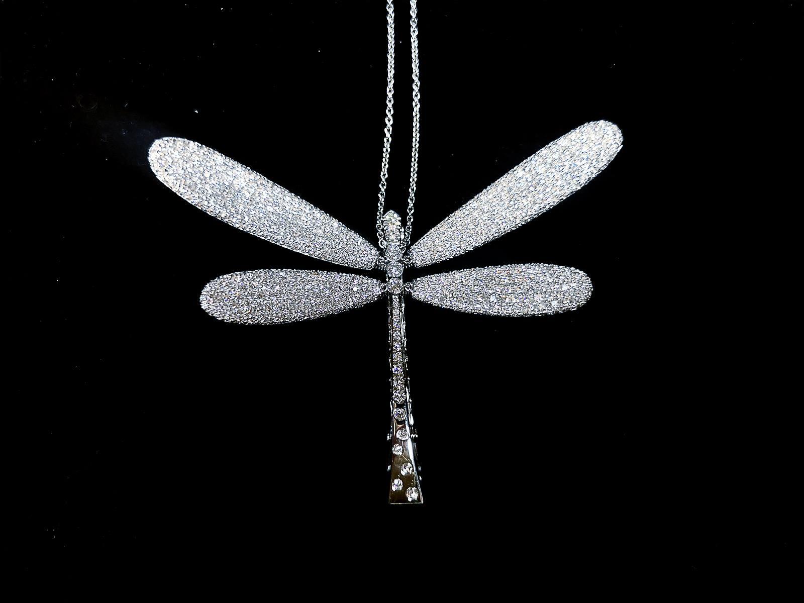 Pendente a forma di libellula in oro bianco e diamanti