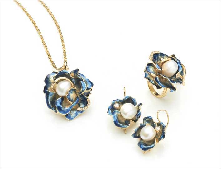 Anello, collana e orecchini della collezione Petali