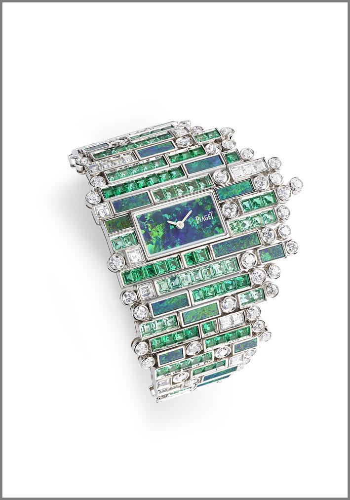 Piaget, collezione Sonlight Journey, orologio manchette in oro bianco e diamanti con quadrante in madreperla e opale nero da 8,9 carati