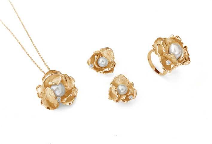 Anello, collana e orecchini della collezione Piccoli Petali