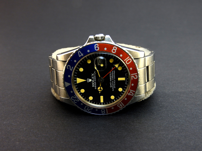 Rolex Oyster GMT Master, movimento meccanico automatico, ghiera rosso/blu, bracciale Oyster. Stima:  7.000-7.500 euro