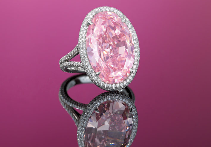 The Pink Promise, diamante ovale fancy vivid pink diamond di 14.93 carati. Venduto per 32,163 milioni di dollari a Hong Kong