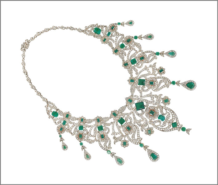 Collana Belle Epoque con smeraldi e diamanti. Venduta per 756.000 dollari