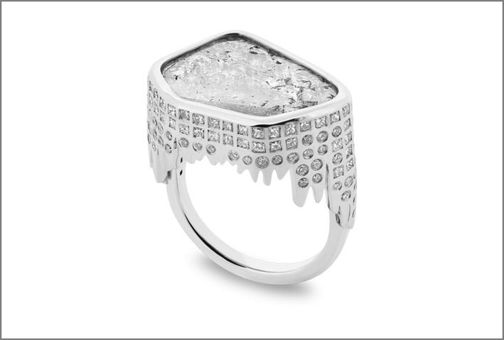 Anello Stalattiti. Oro bianco, diamanti, con diamante centrale di 2,9 carati