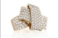 Anello Knot Jumbo, oro giallo e diamanti. Prezzo: 16500 dollari