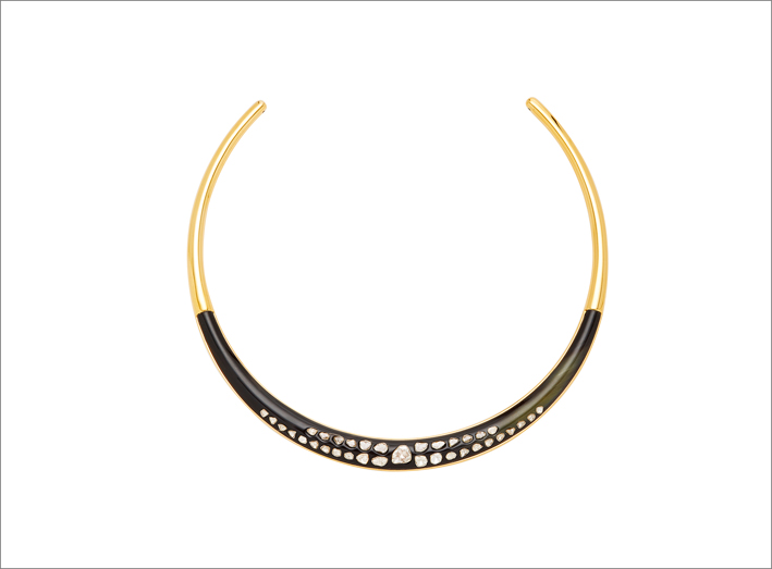 Choker in corno e diamanti