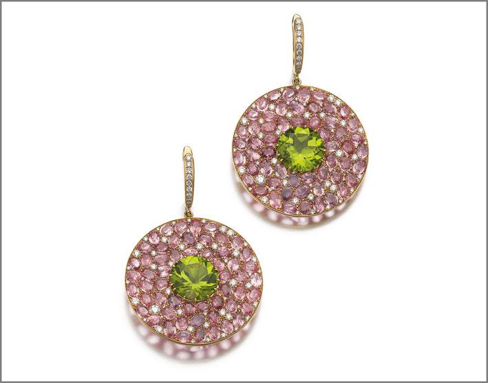 Coppia di orecchini Ufo com peridoti, diamanti rosa e diamanti