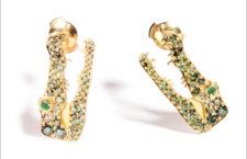 Marc Alary, orecchini Crocodile, in oro e pavé di diamanti verdi