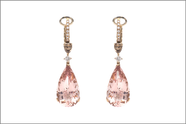 OreccOrecchini in oro rosa, diamanti bianchi brown, morganitehini in oro rosa, diamanti bianchi Brown, morganite