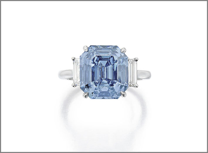 Exquisite Fancy Vivid Blue Diamond e Diamond Ring, venduto per 15,1 milioni di dollari