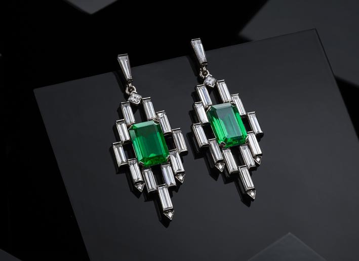 Galleria Leysen, orecchini in oro bianco, smeraldi colombiani e diamanti baguette