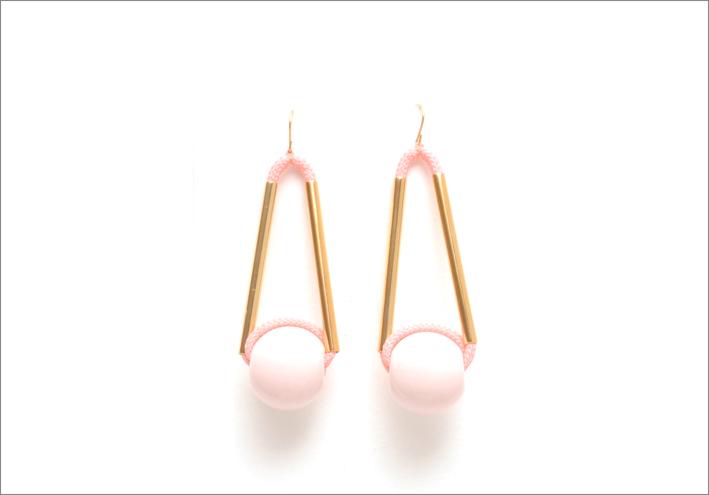 Marion Vidal, orecchini rosa