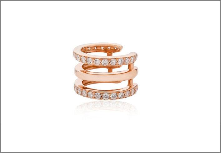 Orecchino singolo in oro rosa e diamanti. Prezzo: 2163 euro