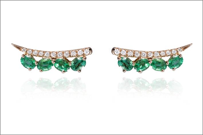 Orecchini in oro rosa, diamanti e smeraldi