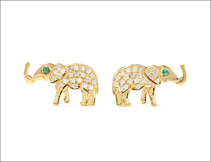 Orecchini in oro, diamanti e smeraldi. Prezzo: 1774 euro