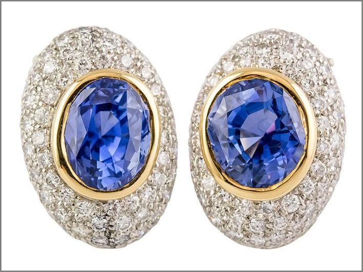 Orecchini in oro, platino, diamanti, zaffiri