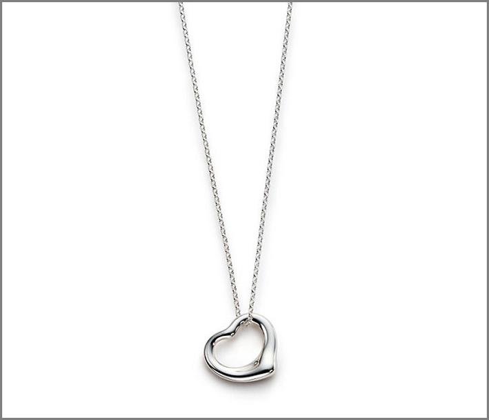 Collana collezione Open Heart, design Elsa Peretti. Prezzo: 150 euro
