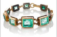 Bracciali in oro satinato 24 carati e smeraldi colombiani