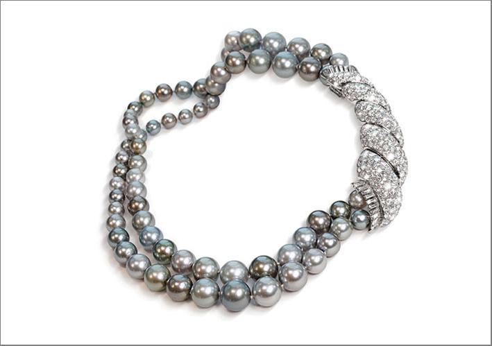 Spilla con perle, diamanti, platino e oro realizzata a Parigi tra il 1955 e il 1969