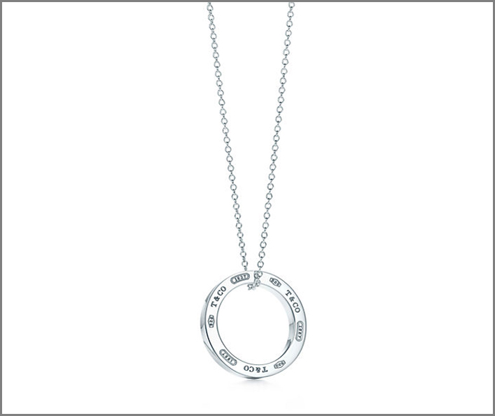 Tiffany, pendente Circle. Prezzo: 170 euro
