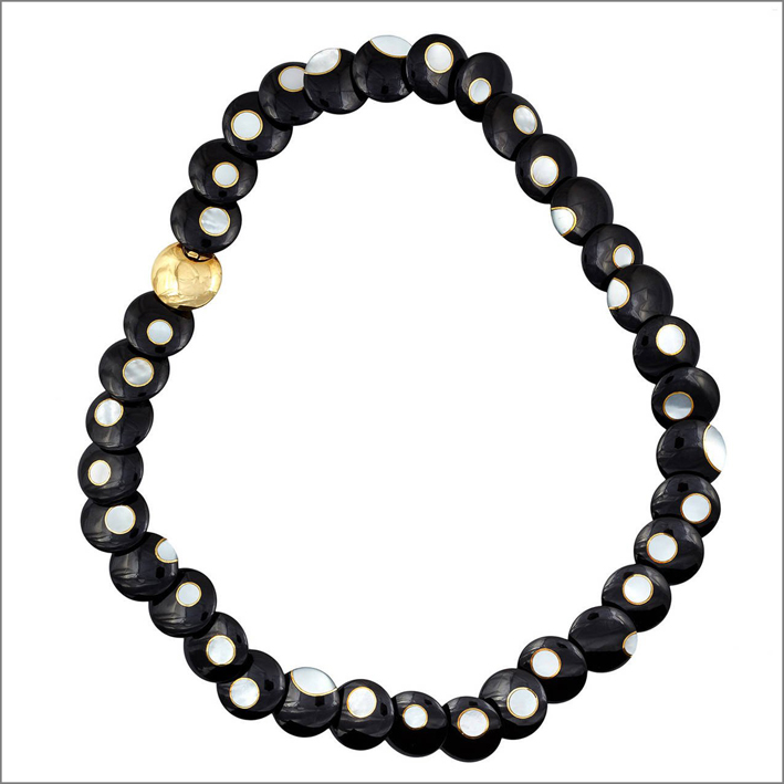 Collana di giada e perle. Prezzo: 17.000 dollari