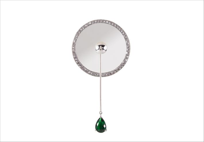 Orecchino della collezione Distrito Federal II in oro bianco, diamanti tormalina verde