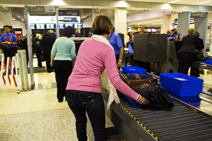 Controllo dei bagagli in aeroporto