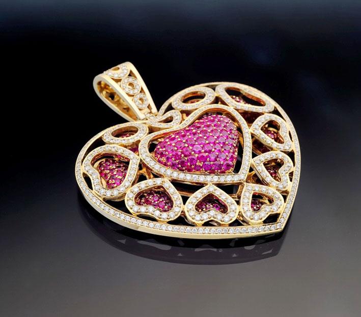 Pendente in oro giallo, diamanti e zaffiri rosa