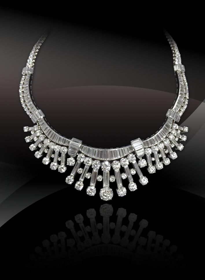 Alla galleria Bernard Bouisset, collana in oro, platino e diamanti,  Francia, 1950
