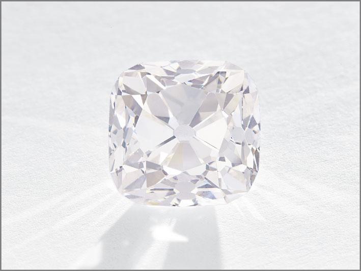 Le Grand Mazarin, diamante rosa light, di 14,93 carati, venduto per 14,4 milioni, 758,4 per carato