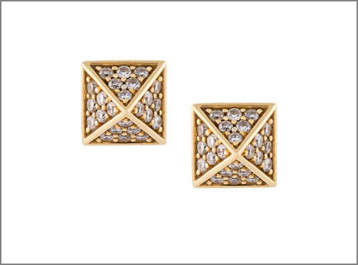 Orecchini della collezione Pyramid in oro e diamanti. Prezzo: 1574 euro