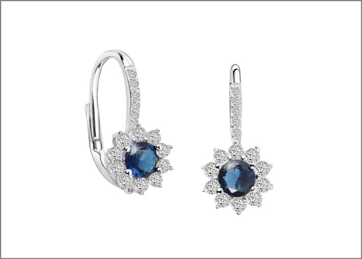 Orecchini con zirconi e cristalli blu
